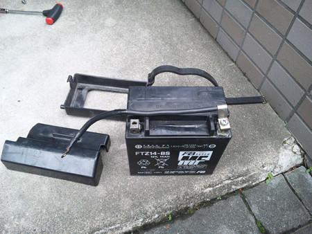 SH3I0549 引き出したバッテリー