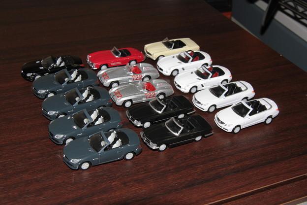 ジョージアのメルセデス・ベンツ ダイキャストオープンカーのコンプリートまで買った全15台。