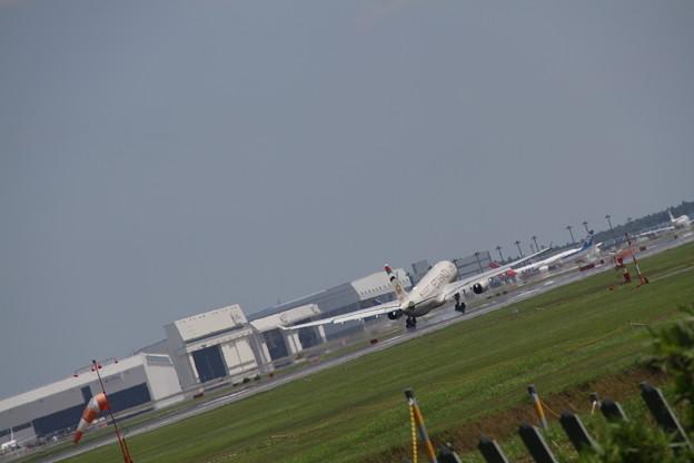 ETIHAD Airbus A330-243(A6-EYL) 着陸