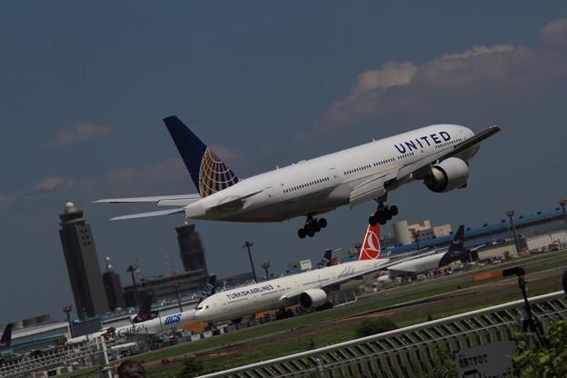 UNITED Boeing 777-224/ER(N78009) 最終着陸態勢2
