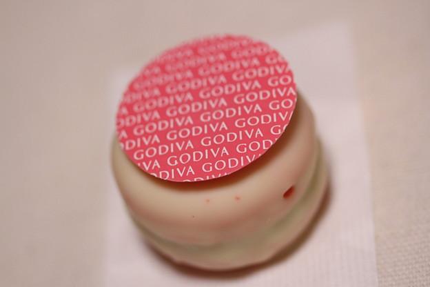 GODIVA MACARONS CHOCOLATS(ゴディバ マカロン チョコレート)ストロベリー&ホワイトチョコレート