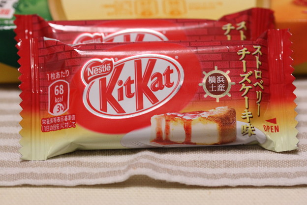 Nestle KitKat 横浜土産 ストロベリー チーズケーキ味 1