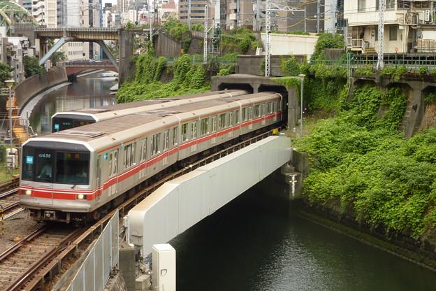 Photos: 神田川の上で…