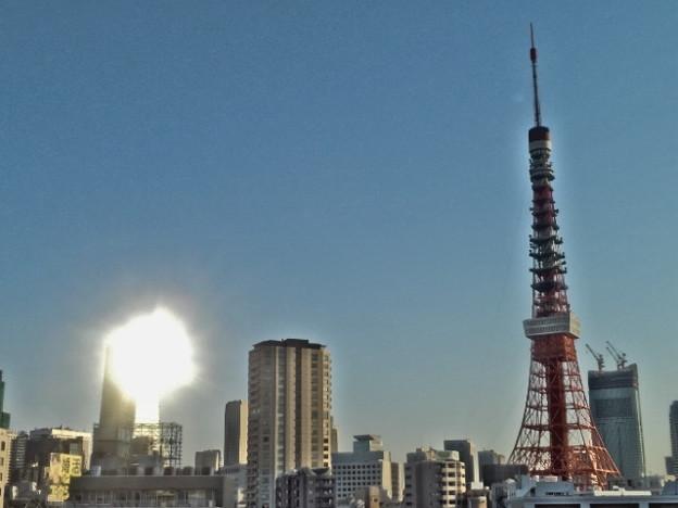 Photos: 朝陽のあたるビル