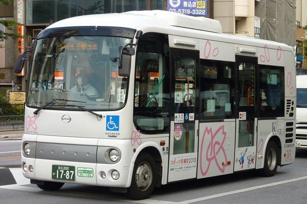 写真: 駒込駅南口にて?