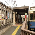 写真: レトロ調な電停と電車