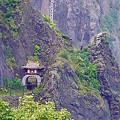 Photos: あの唐門をくぐると龍宮閣跡地、さらに進むとオタモイ地蔵尊