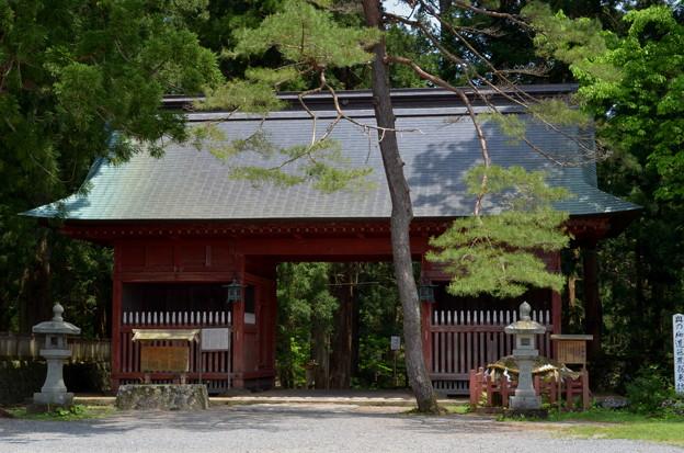 写真: 出羽神社・随神門