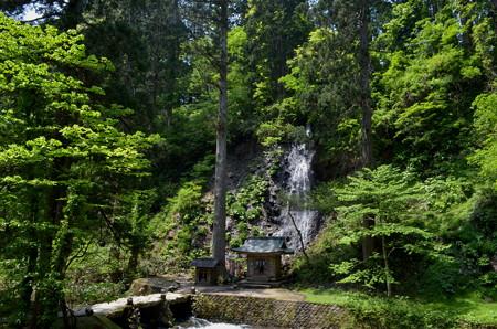 出羽神社・祓川と須賀の滝