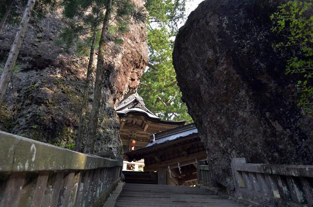 写真: 榛名神社・神門
