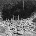 Photos: 天安河原の洞窟を外から