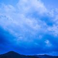神々の居そうな雲と半月
