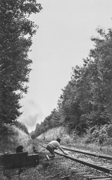 線路を触りながらSLが近づく事を実感しているなんてまさに昭和40年代前半ののどかな時代の事でした