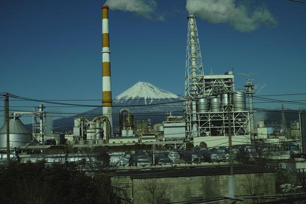 Photos: metallicな「狛犬」に守られた富士山(爆)
