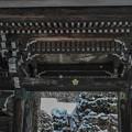 Photos: 山門の天井に何か見える