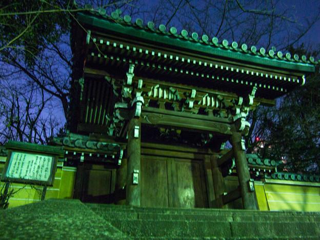 写真: お寺の山門