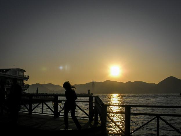 写真: 関門海峡の朝