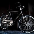 机の上の自転車