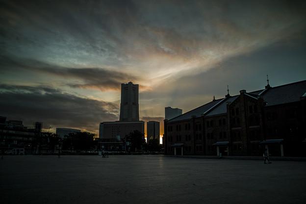 横浜赤レンガ倉庫から観た黄昏