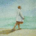海岸を歩く女性とその影