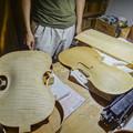 弦楽器の工房に寄りました
