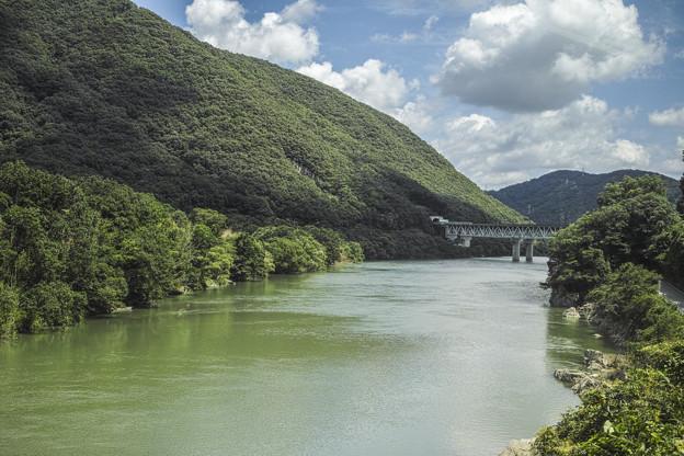 車窓から見えた川とトンネル@津山線@岡山県