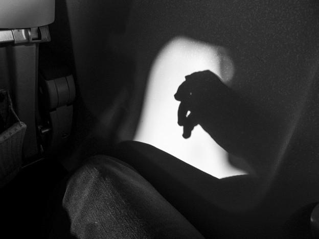 手の影@岡山空港から羽田までの機上にて