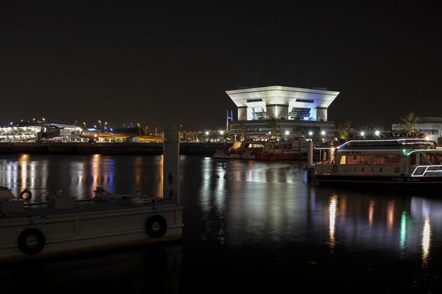 横浜港、象の鼻パークの夜