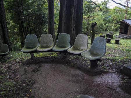 山寺にはこの様なベンチが@秩父霊場巡礼の旅2013