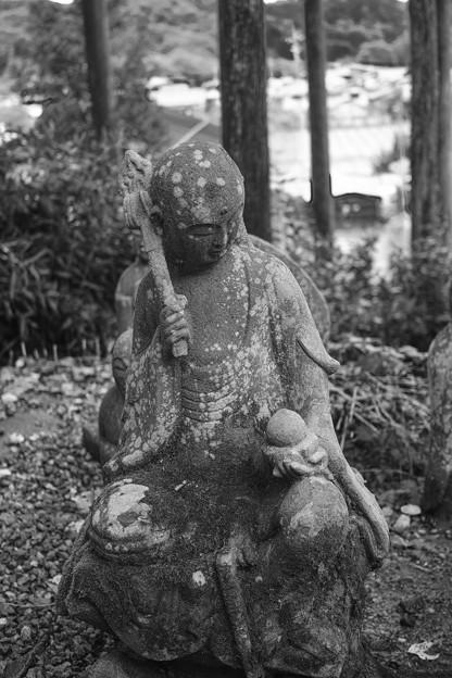 Photos: 肩たたき?@秩父霊場巡礼の旅2013