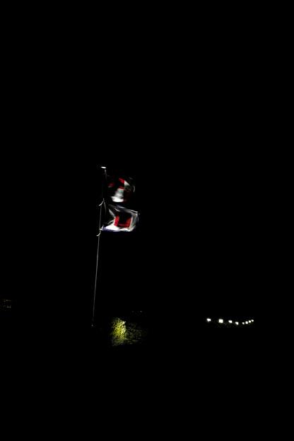 Photos: 夜にはためく