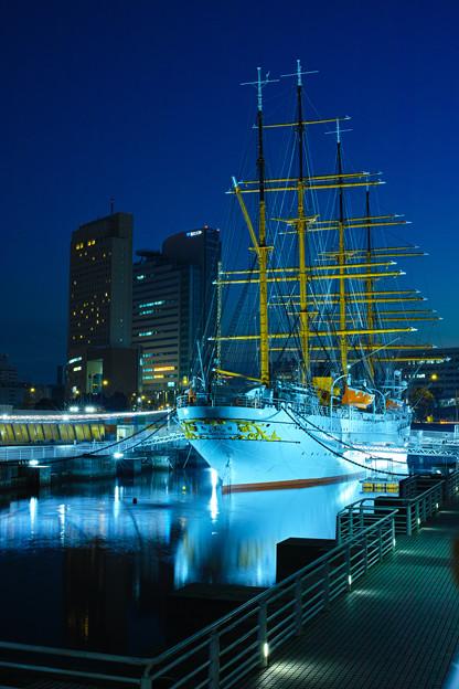 黄昏の帆船日本丸