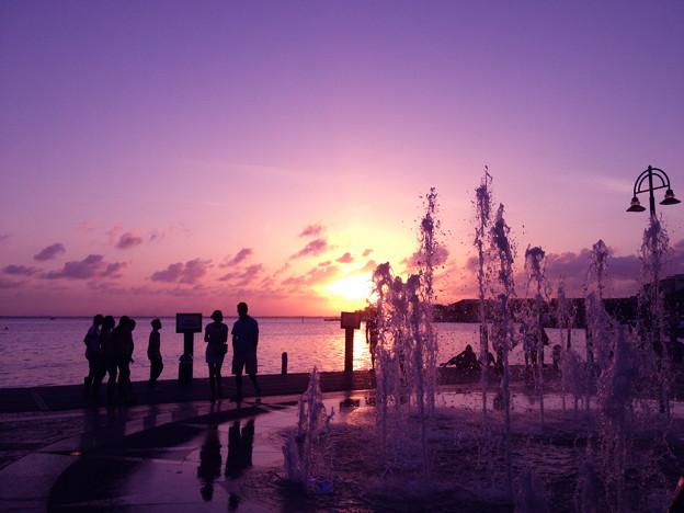 夕日と噴水