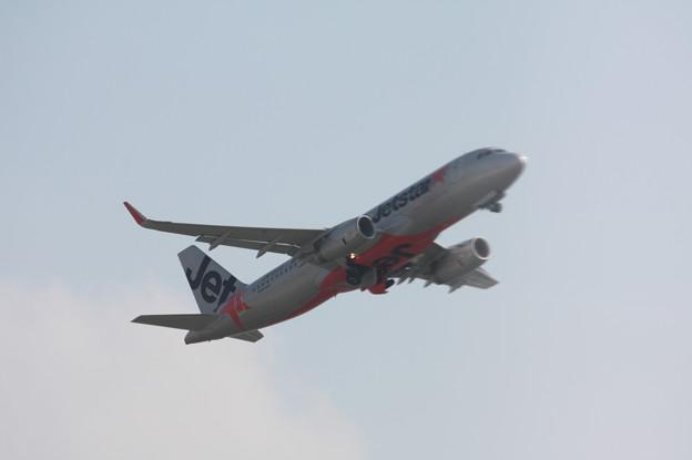 ジェットスタージャパン エアバスA320 JA13JJ 離陸 (7)