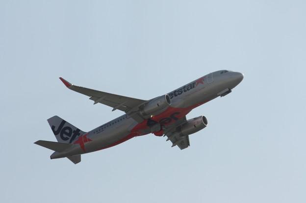 ジェットスタージャパン エアバスA320 JA13JJ 離陸 (10)