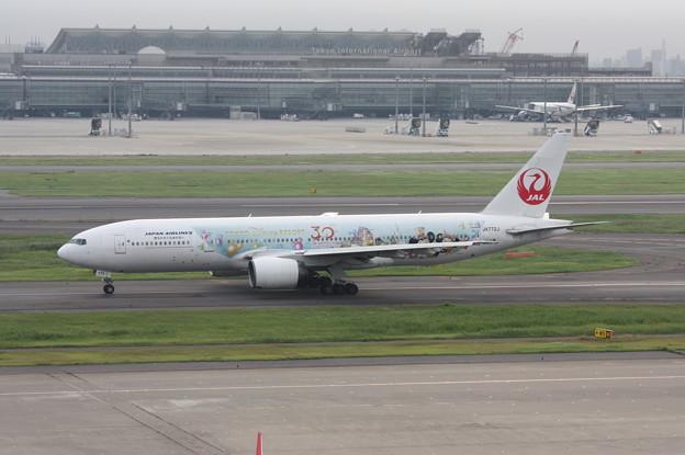 JAL ボーイング777-200 JA772J TDL30周年記念塗装 (1)