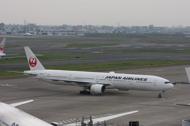 JAL ボーイング777-300 JA8945