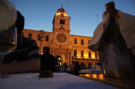 広場で晩ご飯