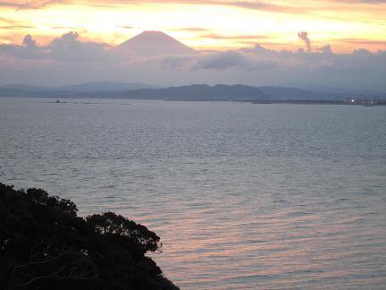 夕日の中の富士