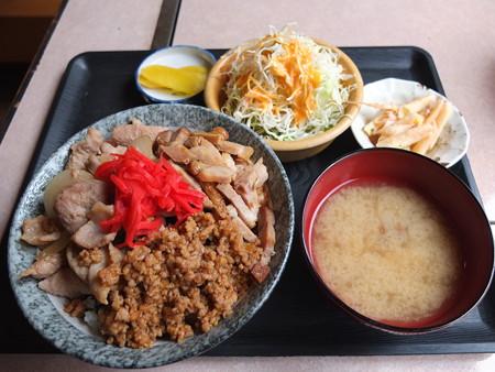 居酒屋 笑ちゃん 三色丼 ¥500