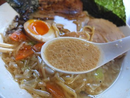 青海らーめん誠や 誠 背脂多め 肉増し(チャーシュー4枚)&山盛り炒め野菜トッピング スープアップ