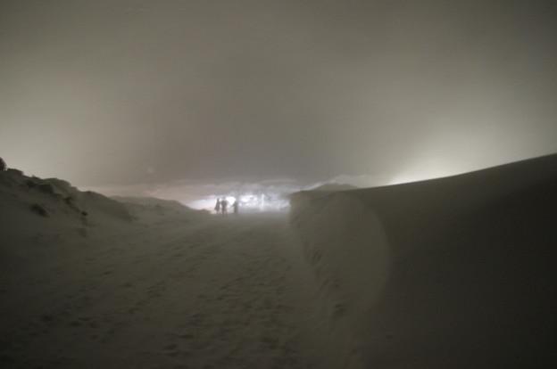 写真: 地吹雪が~
