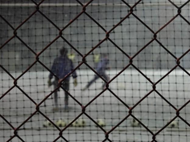 写真: 吹雪の夜のゴールキーパー