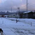 Photos: 函館方面貨物列車と札幌方面貨物列車のすれ違い