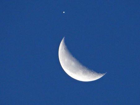 月と木星大接近も見納め(05:07)
