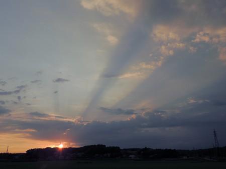 夕陽と光芒