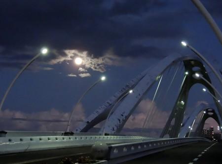 満月と豊田大橋