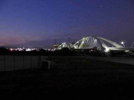 夜明け前の豊田大橋