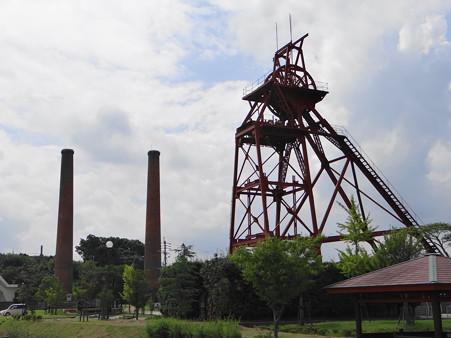 竪坑櫓と大煙突