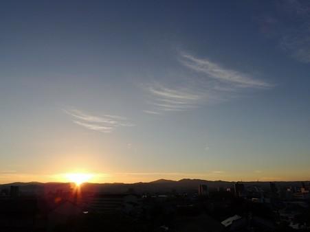 日の出と朝雲